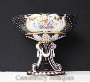 Única urna de porcelana de Sevres no suporte Tureen Floral