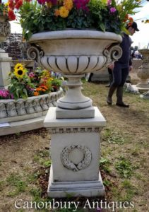 Grande Ursinho de jardim Chesterblade no Plinth Classic Campana