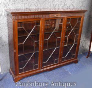 Loja de armário acaulada em acajada de canoé por volta de 1890