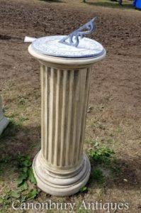 Pedra clássica Doric Sundial Garden Art Time