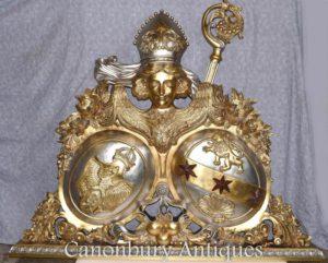 Escultura da escultor da brasão do russo esculpida mão dourada águia