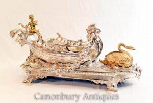 Centro de mesa George II com placa de prata, barco querubim cisne